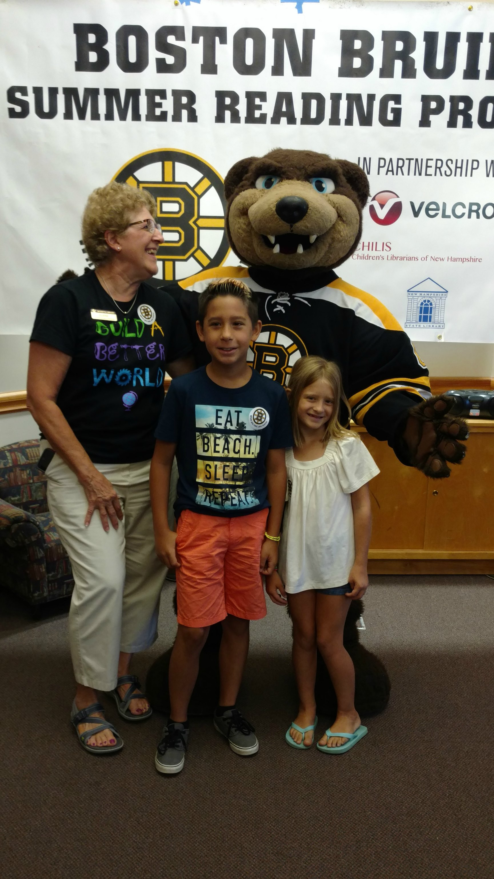 Meet Greet With Blades The Bruins Mascot Nesmith Library